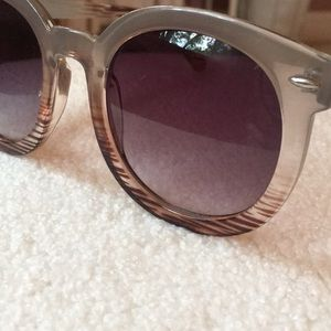 Free People Accessories - Free People Round Ombré sunglasses